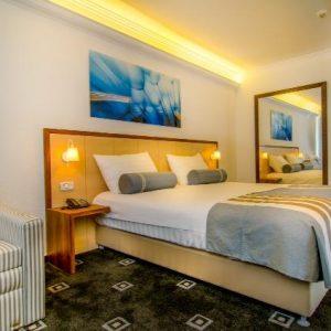 הדבקת שטיח מקיר לקיר במלון קלאב הוטל טבריה
