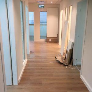 פרקט עץ במשרד במרכז הארץ